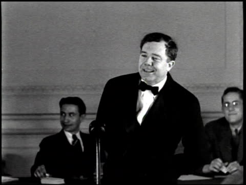 portrait of huey long / louisiana capitol building / long gives speech / flash bulb bursts, startling audience / national guard defends louisiana... - narrating stock-videos und b-roll-filmmaterial