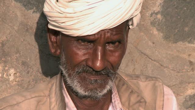 stockvideo's en b-roll-footage met cu portrait of indian man / rajkot, gujarat, india - breedbeeldformaat
