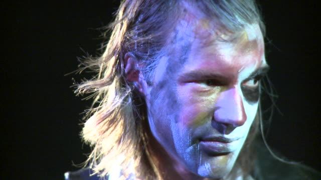 vídeos y material grabado en eventos de stock de cu portrait of man with painted face, new york city, new york, usa - contraluz