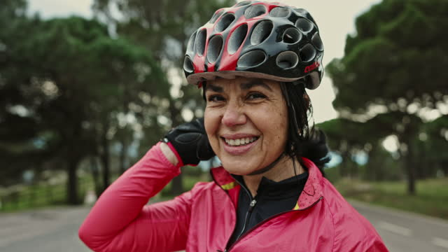 "portrait of mature hispanic female cyclist in training - xavierarnau or ""xavier arnau serrat"" stock videos & royalty-free footage"