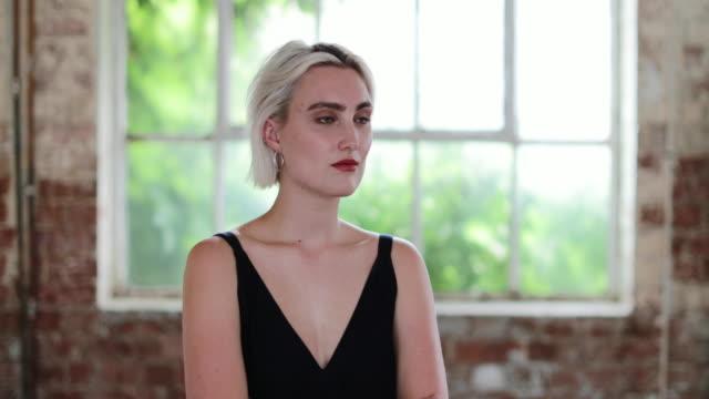vídeos de stock, filmes e b-roll de portrait of millennial female in creative office - armação de janela