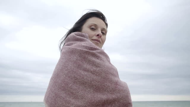 M/S portrait of pregnant woman in a beach (winter)