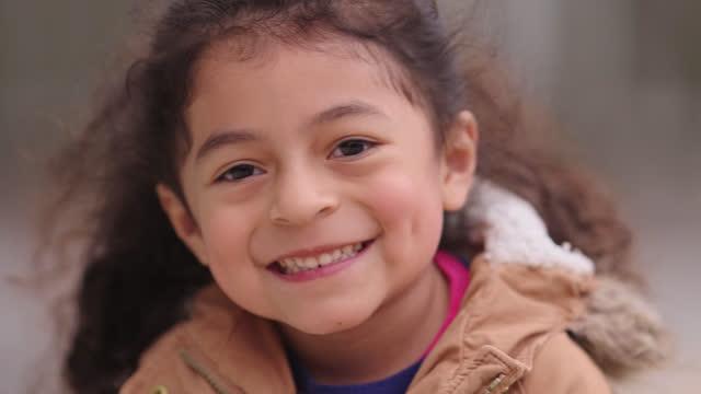vídeos y material grabado en eventos de stock de cu portrait of preschool age girl - escuela preescolar