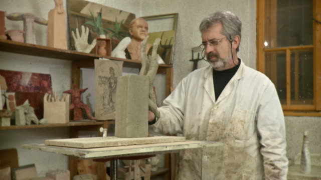 hd dolly: portrait of proud sculptor artist - sculptor stock videos & royalty-free footage