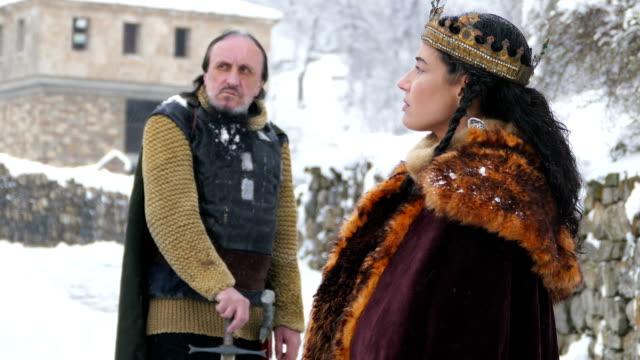 彼女の城での彼の戦士の女王の肖像画 - ルネッサンス様式点の映像素材/bロール