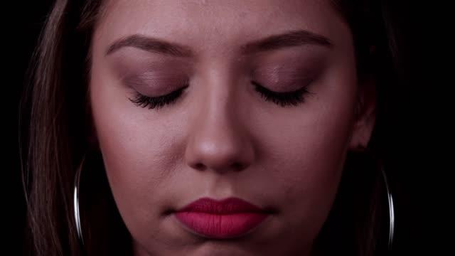 stockvideo's en b-roll-footage met portret van droevige jonge vrouw - omlaag kijken