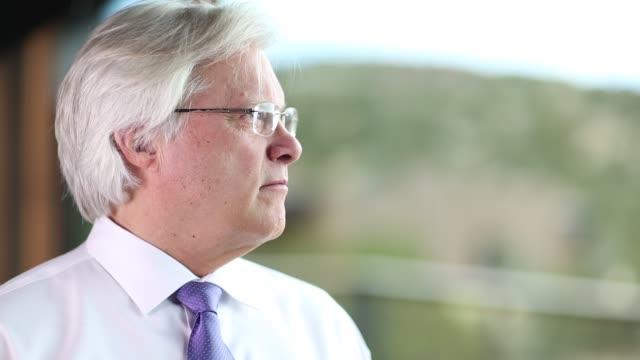 portrait of senior executive - skjorta och slips bildbanksvideor och videomaterial från bakom kulisserna
