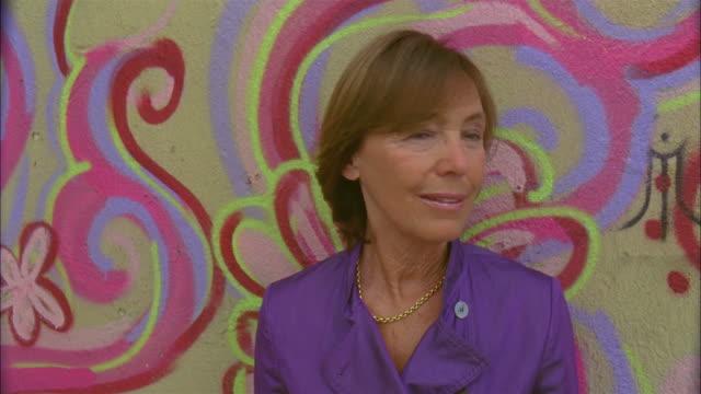 stockvideo's en b-roll-footage met cu, portrait of senior woman standing in front of painted wall, alfama, lisbon, portugal - voor