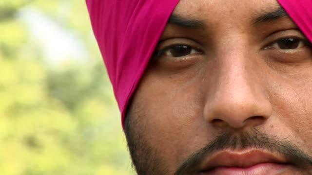 ecu, pan, portrait of sikh man, amritsar, punjab, india - turban stock videos & royalty-free footage