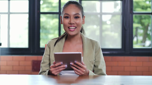 portrait of smile black businesswoman age 25 yearold looking at camera of confidence at modern office.pride in work concept. - video portrait stock videos & royalty-free footage