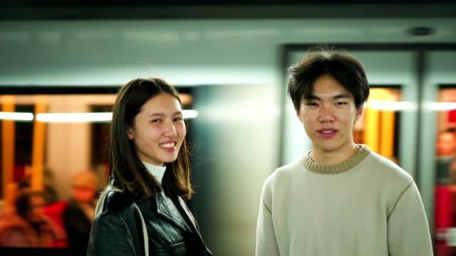 porträt eines lächelnden asiatischen paares - u bahnzug stock-videos und b-roll-filmmaterial
