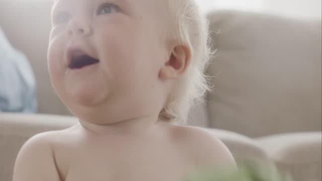 Porträt eines lächelnden Babys – Jungen