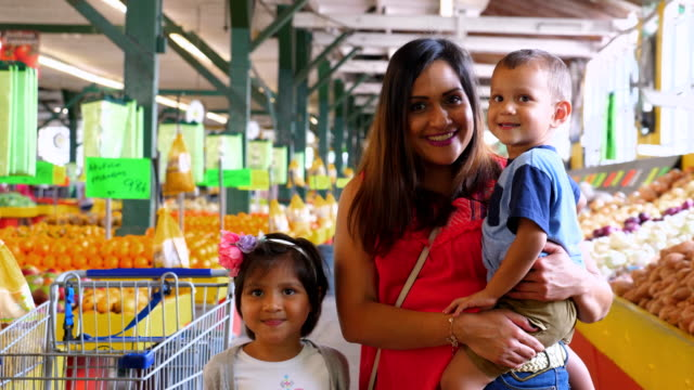 MS Portrait of smiling family shopping in produce market