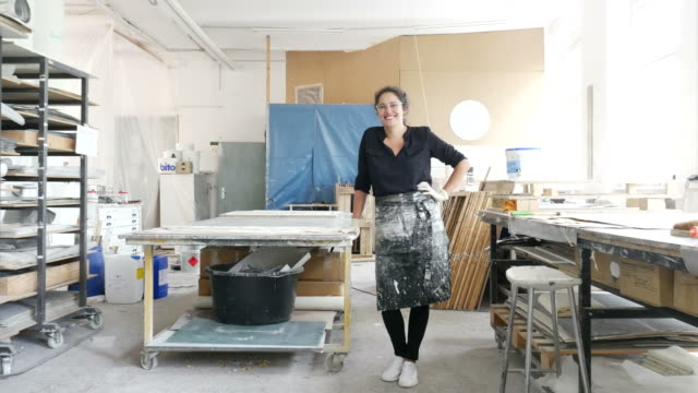 portrait of smiling female worker at workshop - 30 34 jahre stock-videos und b-roll-filmmaterial