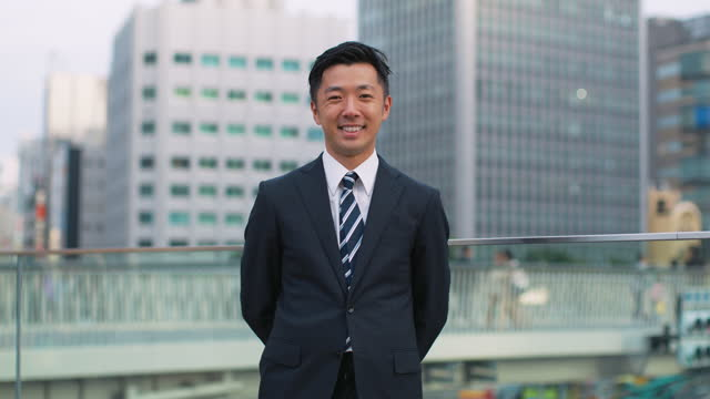 portrait of smiling japanese businessman in the city - bronek kaminski stock videos & royalty-free footage