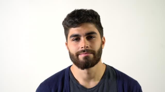 vídeos de stock e filmes b-roll de portrait of smiling male against white background - só um rapaz