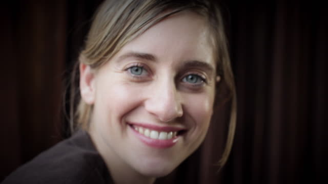 cu portrait of smiling woman in café  / new york city, new york, usa - 30 34 jahre stock-videos und b-roll-filmmaterial