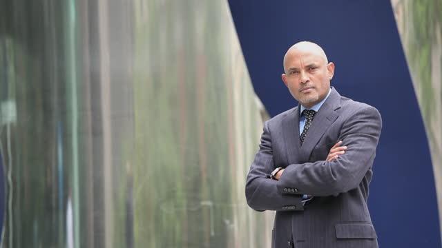 portrait of successful businessman - amministratore delegato video stock e b–roll