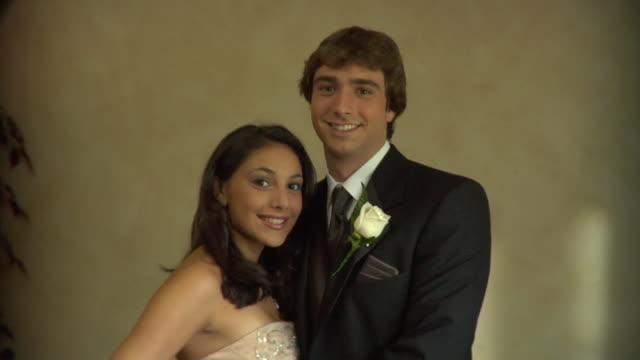 cu, portrait of teenage couple (16-17) in prom attire, edison, new jersey, usa - coppia di adolescenti video stock e b–roll