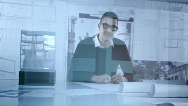 porträt der architekt in seinem büro glaswand - lageplan stock-videos und b-roll-filmmaterial