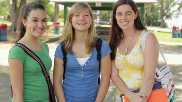 ms portrait of three girls (14-15) smiling / cape coral, florida, usa - nur weibliche teenager stock-videos und b-roll-filmmaterial