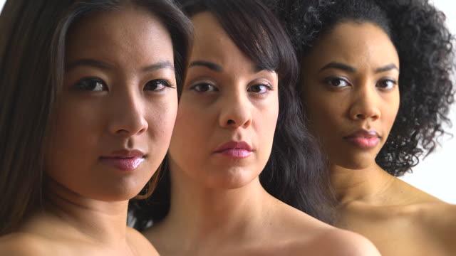portrait of three happy women - 20 24 jahre stock-videos und b-roll-filmmaterial