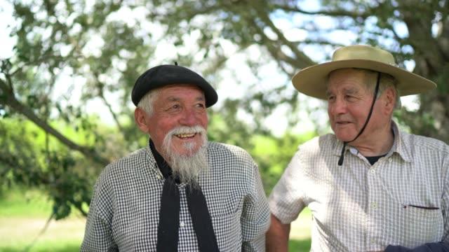 vídeos de stock e filmes b-roll de portrait of two gauchos - gaúcho