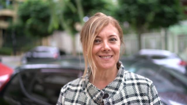 portrait of woman in the street - pardo brazilian stock videos & royalty-free footage