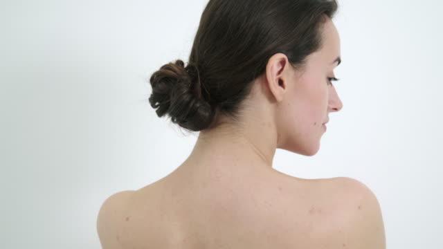 portrait of woman - 人の背中点の映像素材/bロール