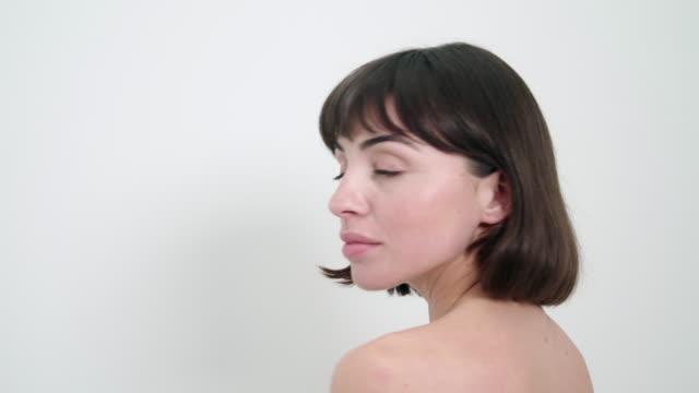 vídeos de stock, filmes e b-roll de portrait of woman - olhos verdes