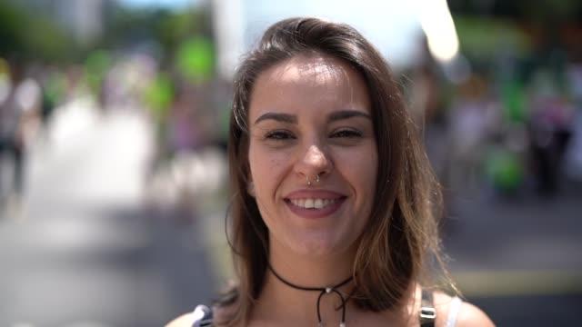porträt der frau - italienischer abstammung stock-videos und b-roll-filmmaterial