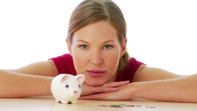 stockvideo's en b-roll-footage met portrait of woman with piggy bank - amerikaanse munt