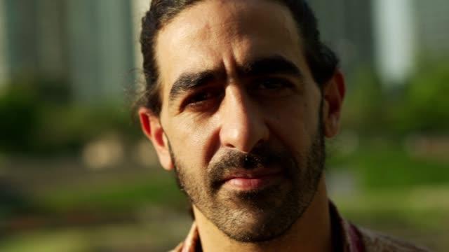 vídeos de stock e filmes b-roll de portrait of worried mature man - porto madero