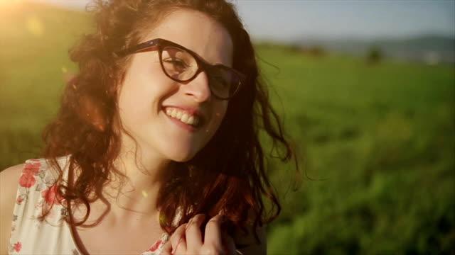 Portrait de hipster belle jeune fille