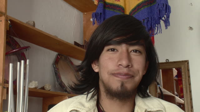 cu portrait of young man smiling / real de catorce, san luis potosi, mexico - ゴーティー点の映像素材/bロール