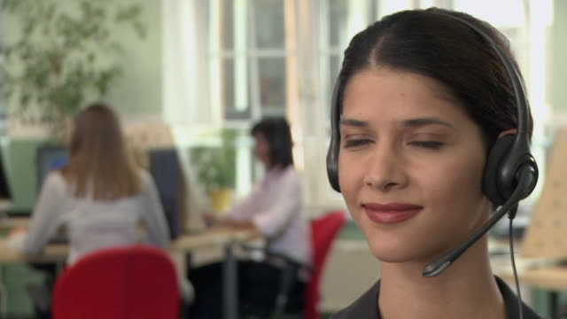 vídeos y material grabado en eventos de stock de cu, selective focus, portrait of young woman with headset in call center - call center latino
