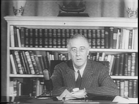 portrait shots of president franklin d roosevelt and thomas e dewey / outside of white house / roosevelt at desk speaking into microphone - anno 1944 video stock e b–roll