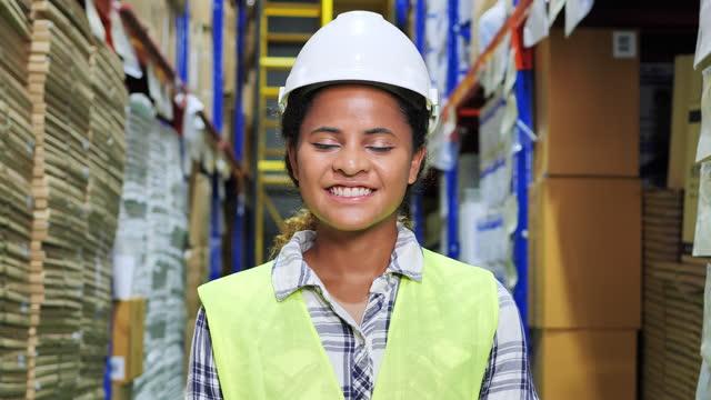vidéos et rushes de portraits, profession, achat de personnel - manufacturing occupation