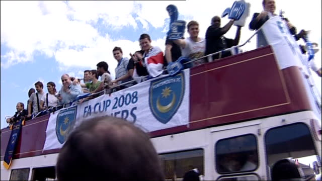 portsmouth fc go into administration lib hampshire portsmouth ext portsmouth football players along on top of opentop bus to celebrate winning the fa... - hampshire stock-videos und b-roll-filmmaterial