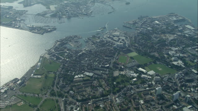 stockvideo's en b-roll-footage met portsmouth from 5,000 feet - hampshire engeland