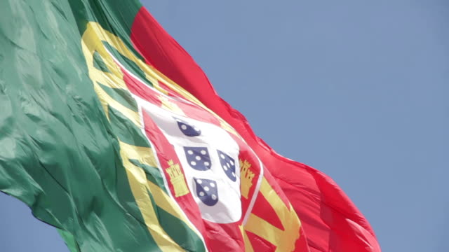 portugal lisboa bandeira vento - vento stock videos & royalty-free footage