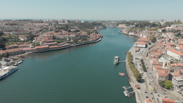 portugal porto aerial 4k drone footage of the porto and gaia cityscape on a clear sky summer day. - ポートワイン点の映像素材/bロール