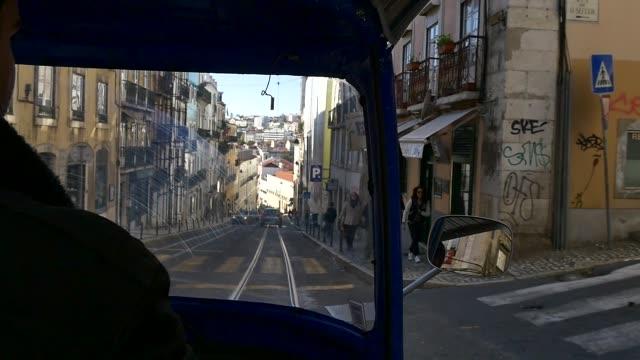 portugal_lisbon_street_tuktuk - jinrikisha stock-videos und b-roll-filmmaterial