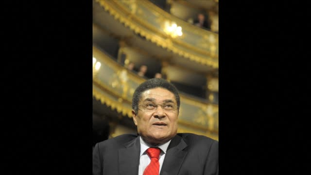 portuguese football legend eusebio who was the top scorer in the 1966 world cup has died sunday at the age of 71 his former club benfica confirmed... - internationaler fußball stock-videos und b-roll-filmmaterial
