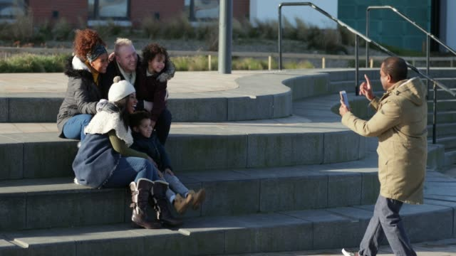 stockvideo's en b-roll-footage met poseren voor een foto - whitley bay