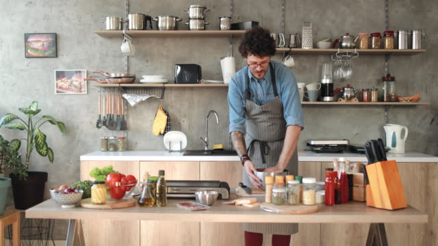 positive atmosphere at home kitchen - cucina domestica video stock e b–roll