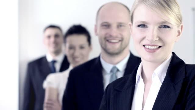 vídeos y material grabado en eventos de stock de las personas de negocios positivo - cuatro personas