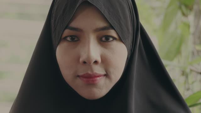 vídeos de stock e filmes b-roll de positive : islamic people - arábia saudita