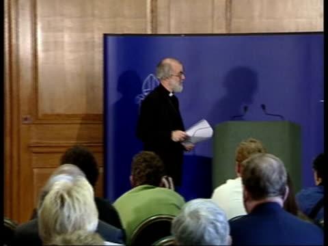 vídeos y material grabado en eventos de stock de church criticism/iraq warning lib england london lambeth palace dr rowan williams into room for press conference pan - palace room