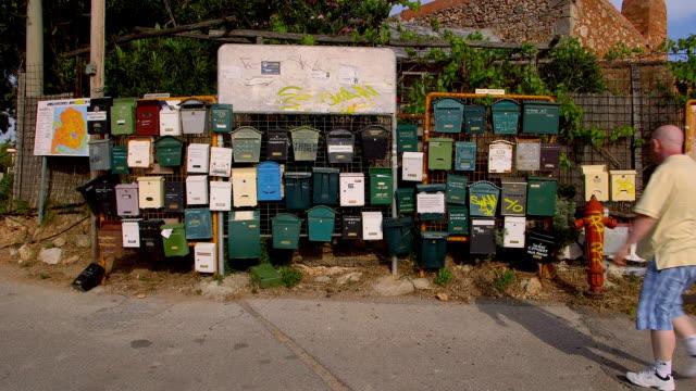 vídeos y material grabado en eventos de stock de post boxes & fire hydrant - buzón postal